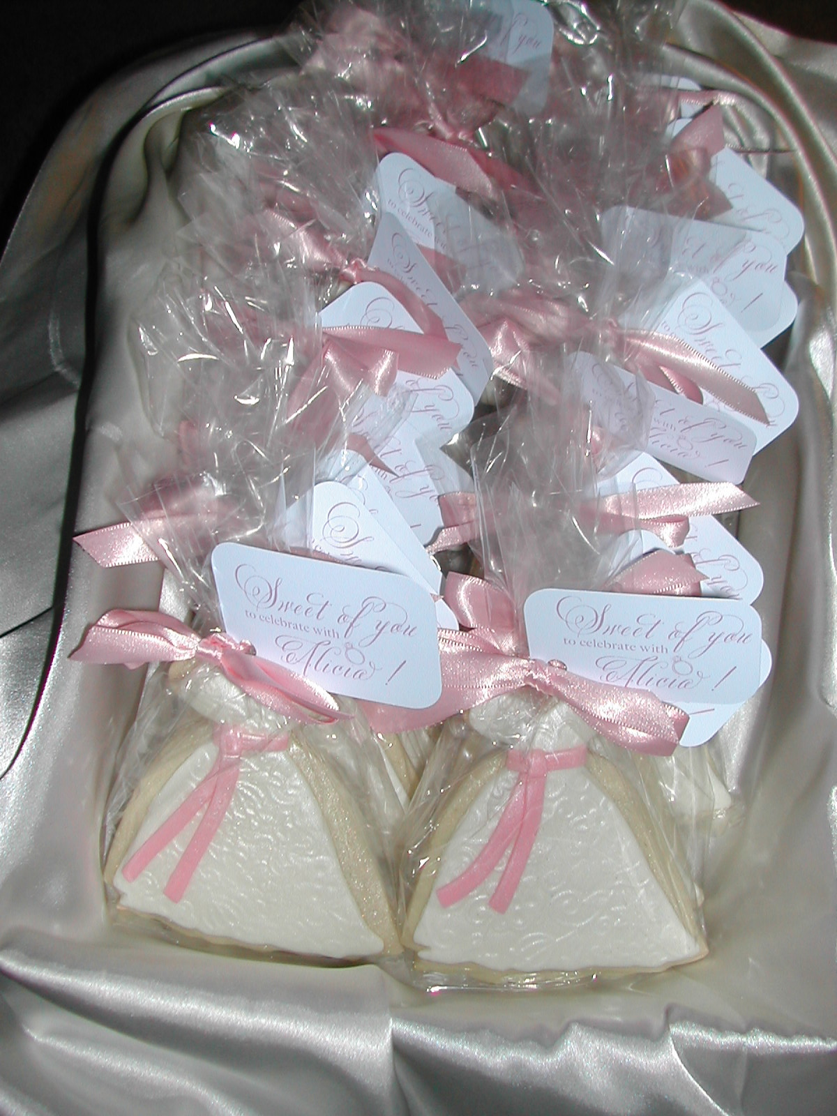 bridal shower favor, bride39;s dress cookie, decorated wedding cookie