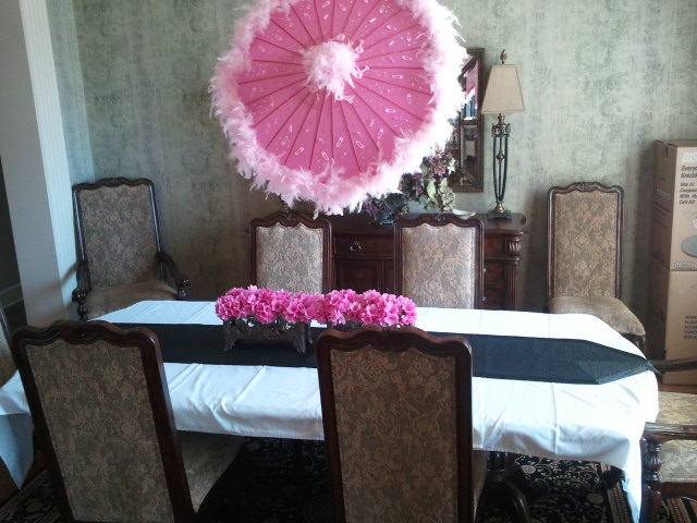 Umbrella themed baby shower decorations images for Baby shower umbrella decoration ideas