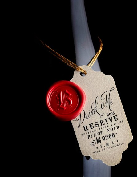 calligraphy font, belluccia, wine bottle with callligraphy