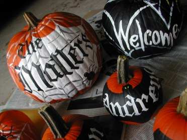 pumpkins, Decorated pumpkins, Pumpkins with calligraphy, calligraphy, hand lettering